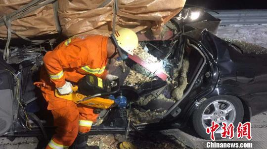 黑龙江S206省道东宁境内发生较大交通事故致5死 钟欣 摄